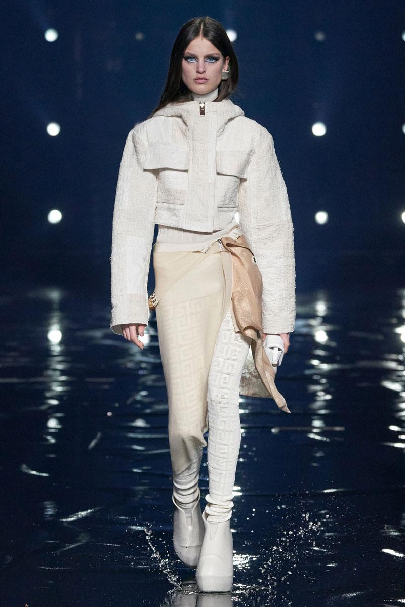 12_Givenchy-RTW-Fall-2021-runway-show-matthew-williams
