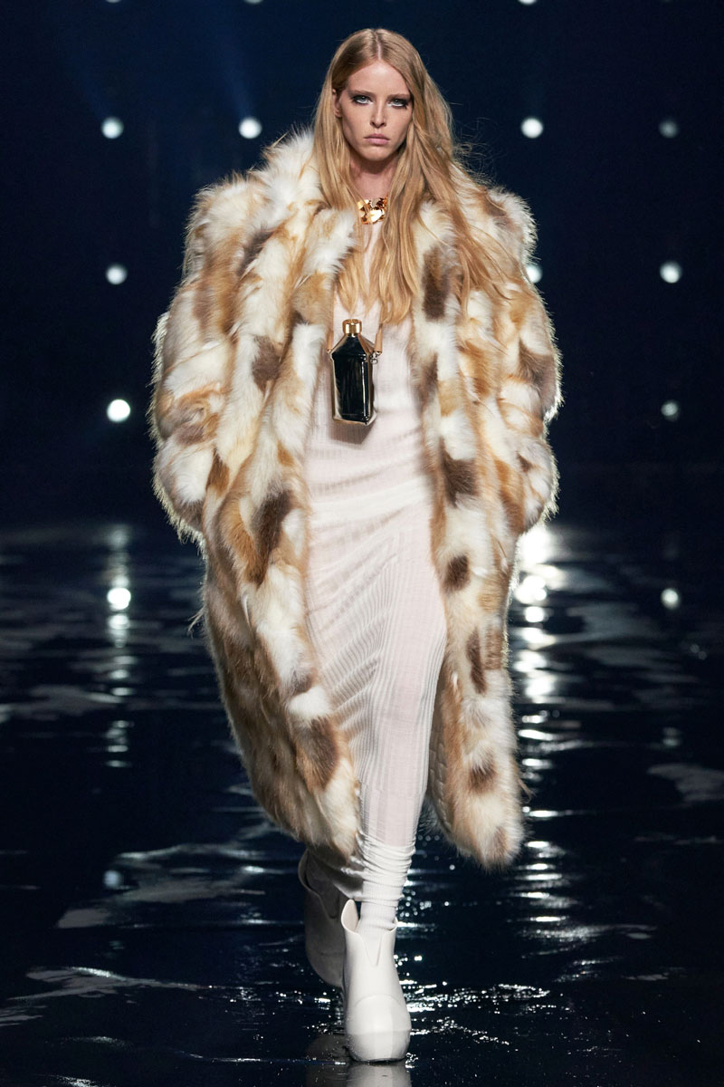 10_Givenchy-RTW-Fall-2021-runway-show-matthew-williams