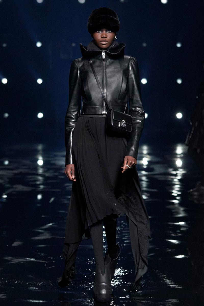 8_Givenchy-RTW-Fall-2021-runway-show-matthew-williams