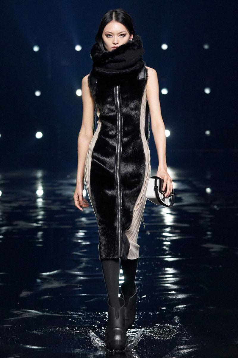 6_Givenchy-RTW-Fall-2021-runway-show-matthew-williams