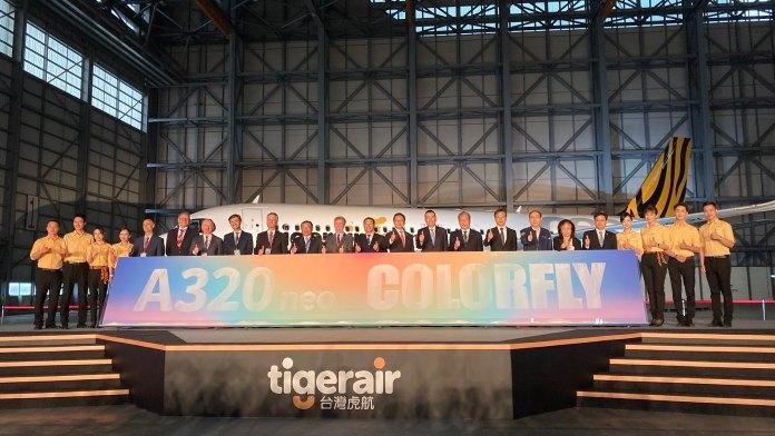 20210408 各國貴賓一同進行倒沙啟動儀式,宣布台虎A320neo新機正式啟航02