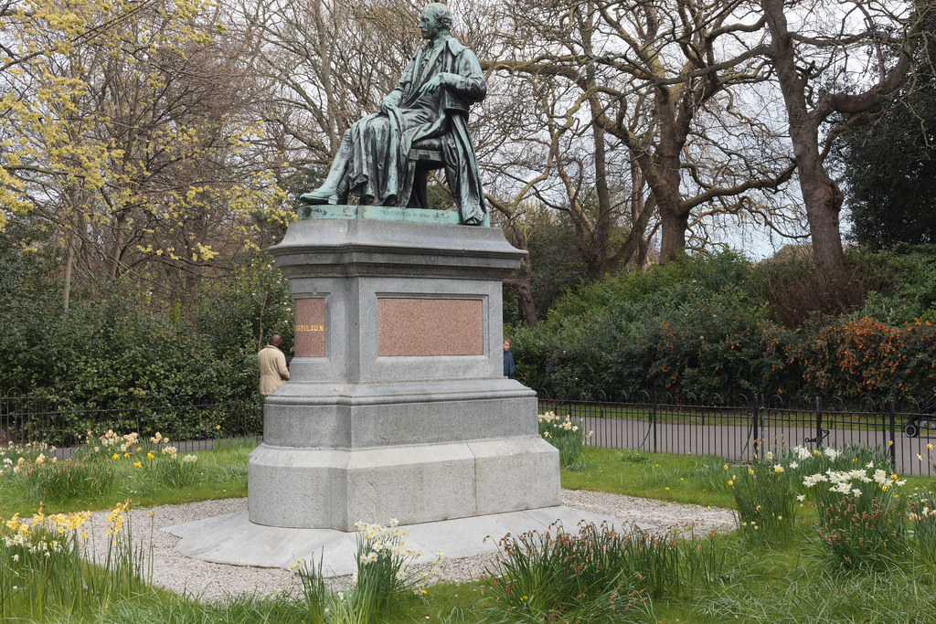STATUE OF A SEATED LORD ARDILAUN [ST STEPHEN'S GREEN DUBLIN]-189609