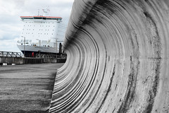 Wall zoom into ship
