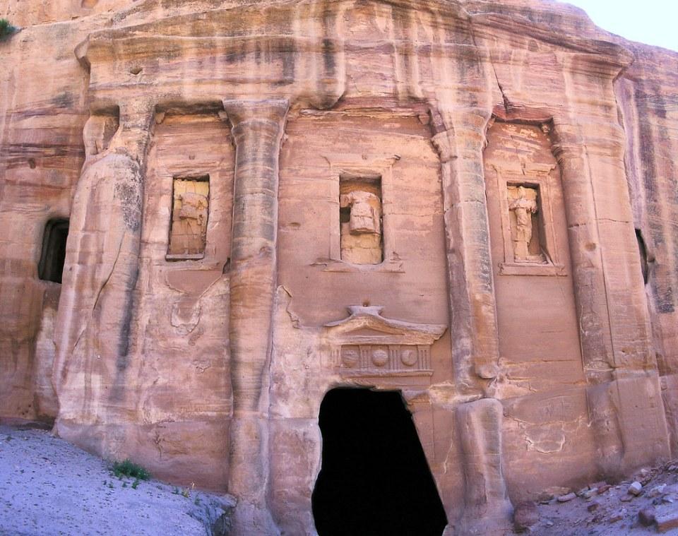 exterior Tumba del soldado Romano valle Wadi Farasa oriental Petra Jordania 09