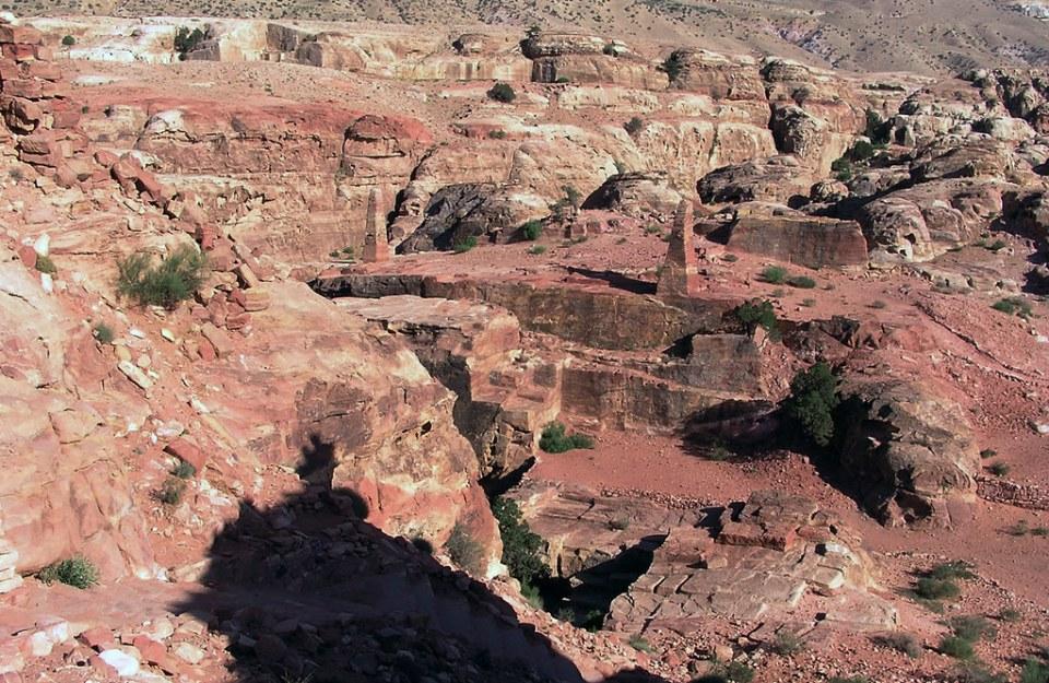 obeliscos Qasr el-Qantara cima del monte Yebel Atuf Petra Jordania 26