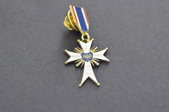 medal z mosiadzu , emalia