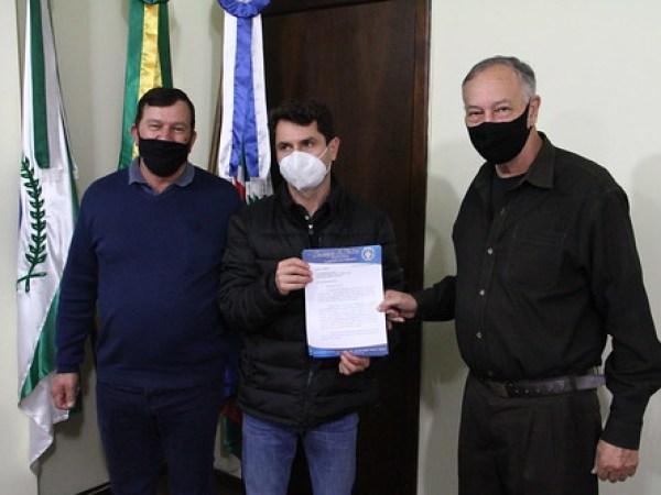 Prefeito Zé Vitorino, vice Valdecir Biasetti, vereadores Elias Prestes, Alessandro Camargo e secretários (4)