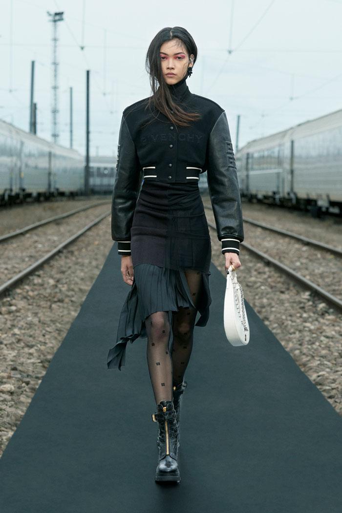 8-Givenchy-Resort-2022-runway