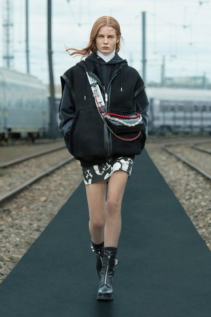 3-Givenchy-Resort-2022-runway