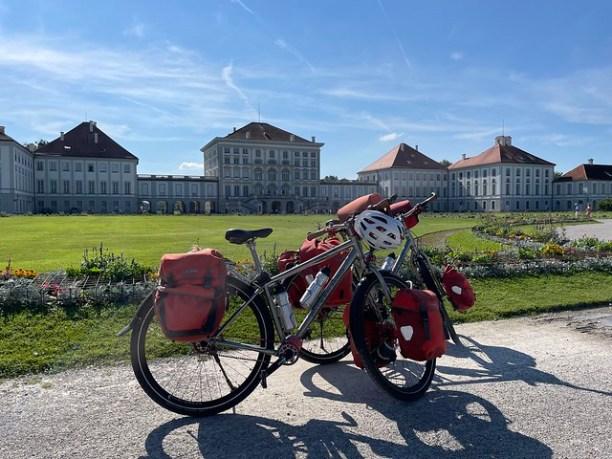 Falkenjagd vor Nymphenburg