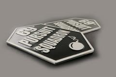 emblematy z aluminium z wypełnieniem emalią