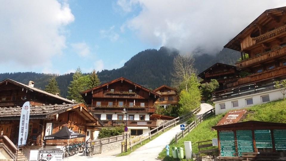 edificios estilo del Tirol en Alpbach Austria 02