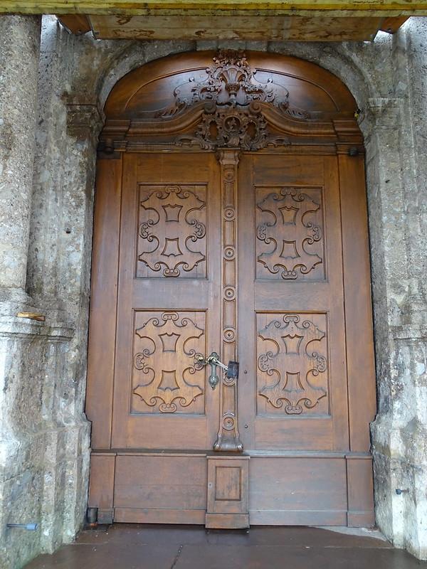 puerta de edificio historico Innsbruck Austria 02