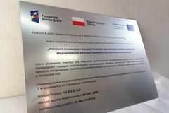 tablica unijna nadruk UV na laminacie grawerskim