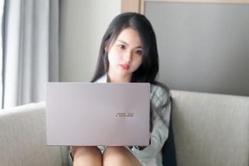 行動辦公OL最佳顏質筆電 Zenbook 14 UM425UA星河紫煞是好看