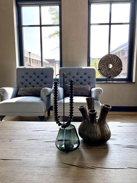 Toetervaas kettinghanger landelijke fauteuil ornament op voet windlicht rookglas