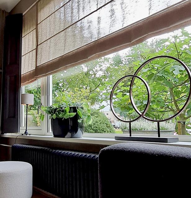 Landelijk ornament met 2 ijzeren ringen zwarte geglazuurde bloempot met plant vensterbank decoratie landelijk