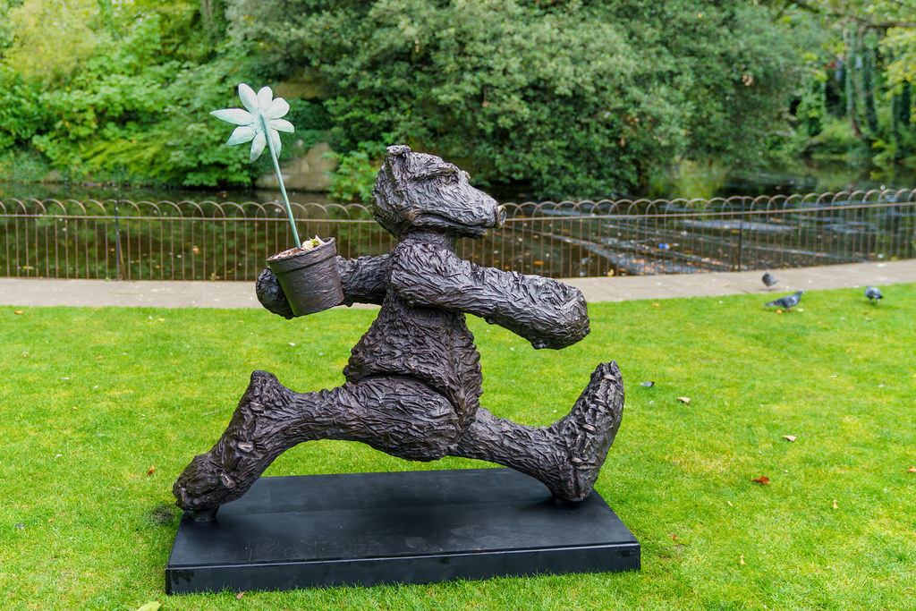 THE GARDENER [ANOTHER ONE OF MY FAVOURITE BRONZE BEARS]-198329