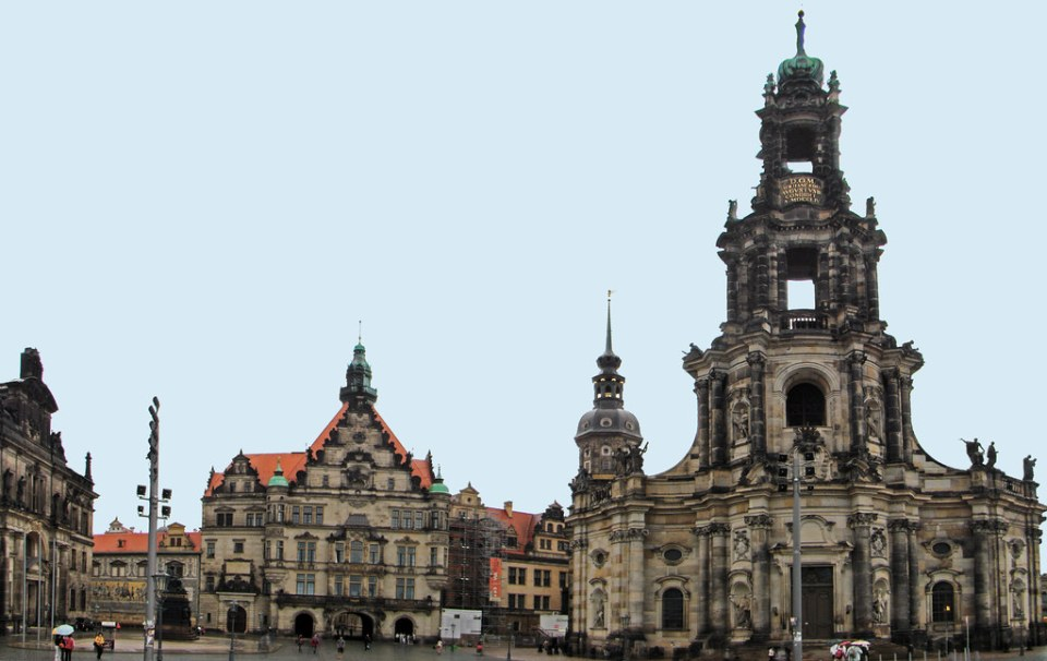 Tribunal Superior de Justicia, Catedral Hofkirche y Hausmannsturm Torre del Palacio de Dresde Dresdner Residenzschloss Plaza del Palacio Dresde Alemania 01