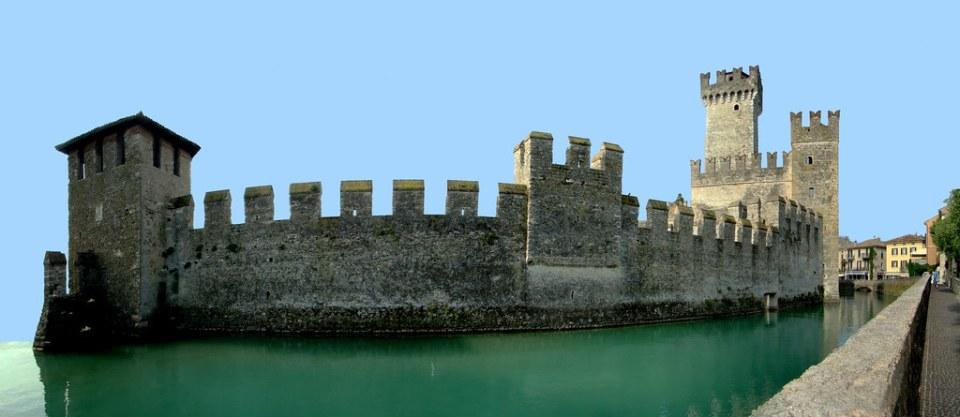 vista panoramica Castillo Rocca scaligera o scaligero de Sirmione Italia 02