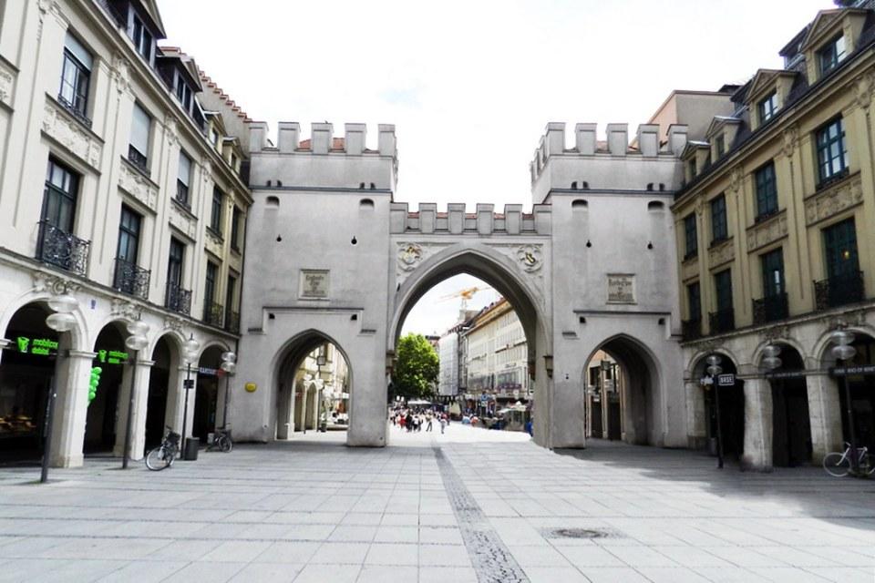 puerta de muralla Karlstor Karlsplatz Stachus Munich Alemania 03