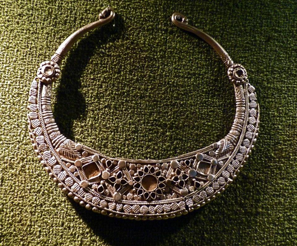 collar pectoral de plata cultura o tribu sármata escita Joya Museo arqueologico de Odesa Ucrania 07