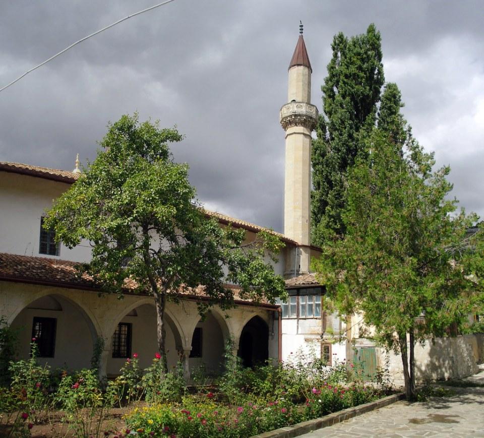 Patio exterior Mezquita Palacio Kan de Bajchisarái de Hansaray o del Khan de Crimea Bakhchysarai Ucrania 01