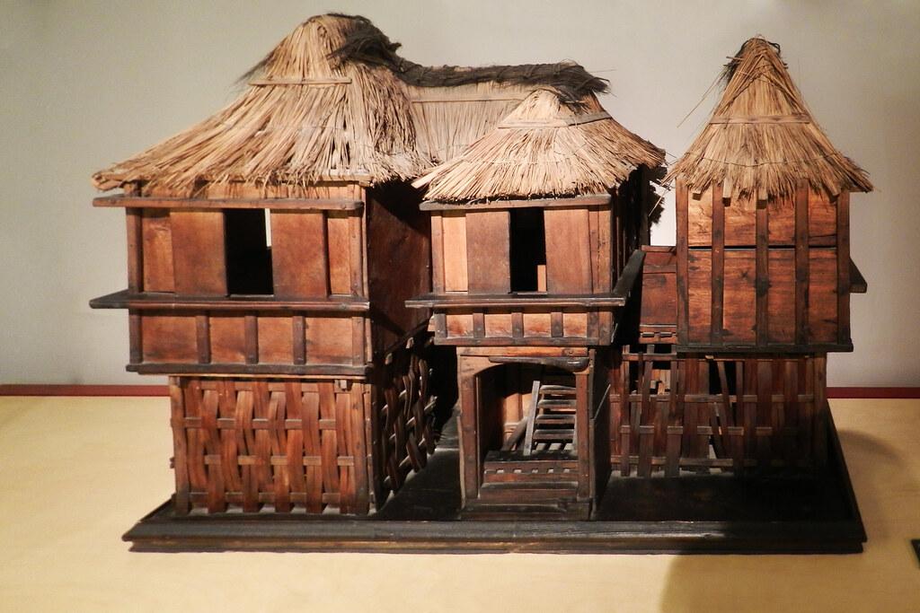 Viviendas Arquitectura maqueta de vivienda de bambu madera y techo de hoja de palmera nipa cultura Tagalo Filipinas Asia Museo Nacional de Antropologia Madrid 03
