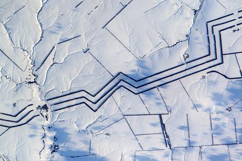 Minimalist snow art