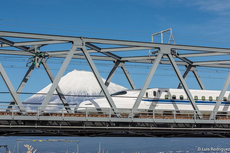 Shinkansen de la línea Tokaido y el monte Fuji