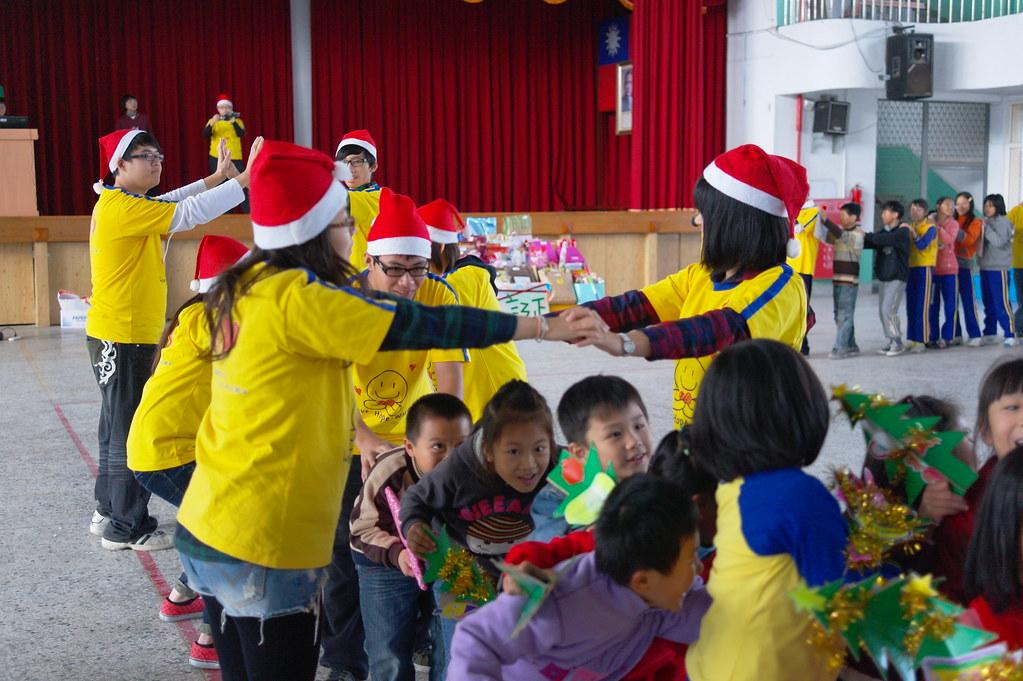 聯大亞太捐贈耶誕禮物 529.JPG | 王馬文 | Flickr