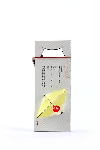 獨占鼇頭糕中包-反面   包裝上均有代表文昌之桂花圖樣,以及祭祀文昌帝君時所需填寫的香讚祝文,讓考生 ...