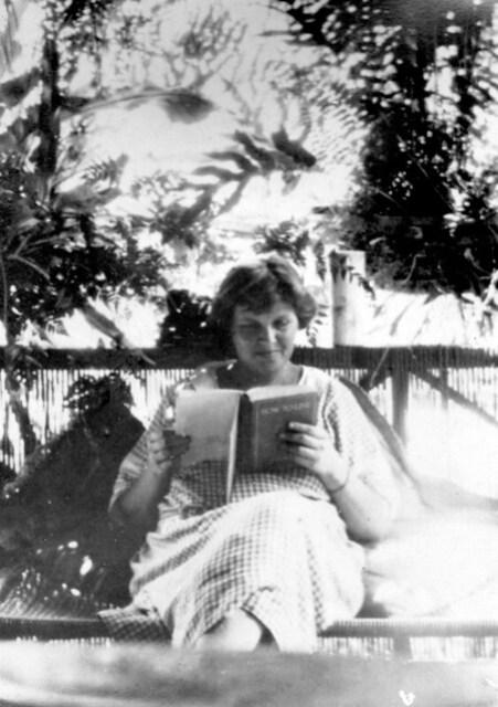 Gertrude Costenoble, 1923