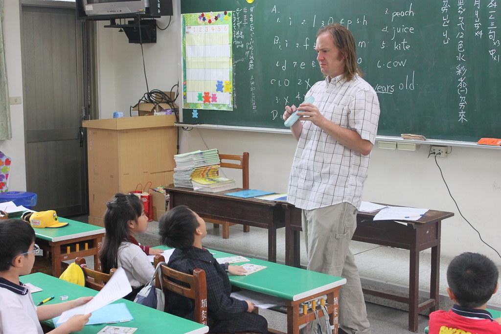 外師巡迴教學 Teacher Matt 20120423_03 | 頭家國民小學 Tuojia Elementary School | Flickr
