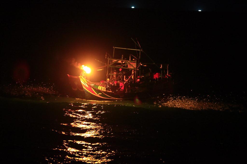 磺火捕魚季 開催!!   自從去年看過了真妮佛的磺火捕魚照片之後 www.flickr.com/photos/jenni…   Flickr