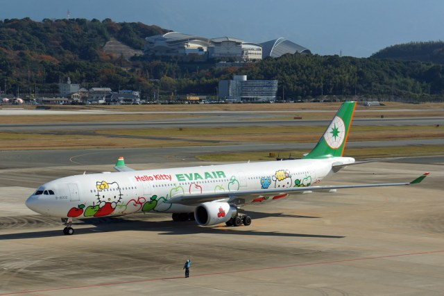 EVA Airways Hello Kitty Loves Apples