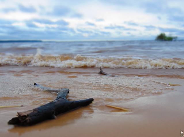 Praia, na terra da tribo Dessana-Tukano.