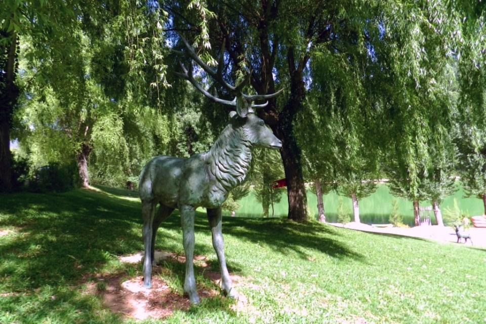 Cazorla escultura ciervo Hotel Rural Noguera de Sierpe Jaen 01