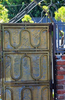 Elvis Presley's Gate with remembrance notes