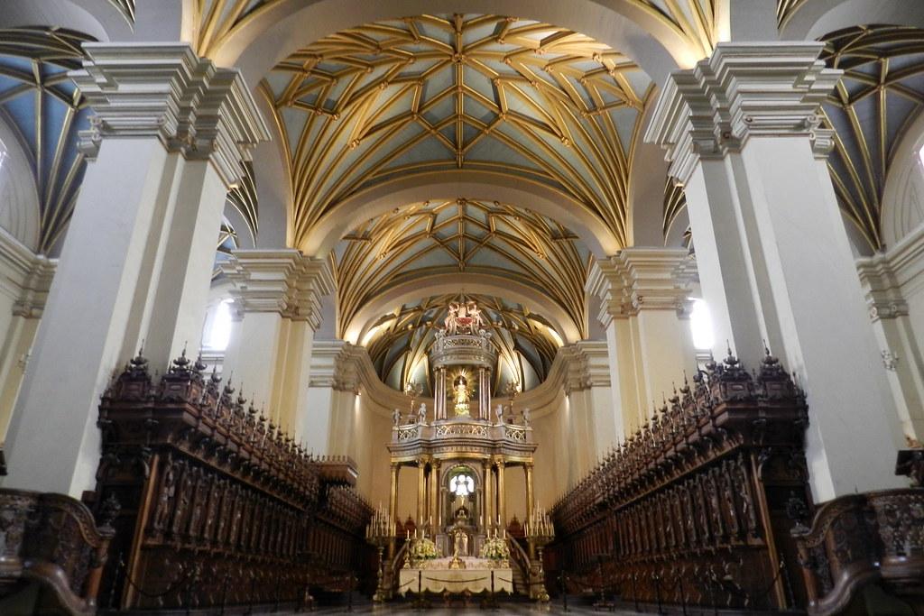 Peru Lima Altar mayor y coro interior Catedral de Lima 05
