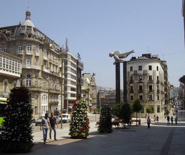 """Puerta del Sol, sculpture """"El Sireno"""" de Francisco Leiro Lois, Vigo, province de Pontevedra, Galice, Espagne."""