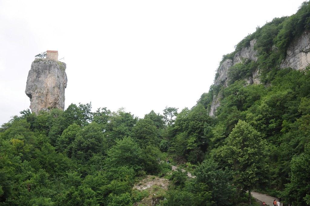 El Pilar Katskhi, el monolito con una iglesia en su vértice 1