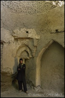 Khandud, dilapidated circular structure within Jamat Khana compound © Bernard Grua