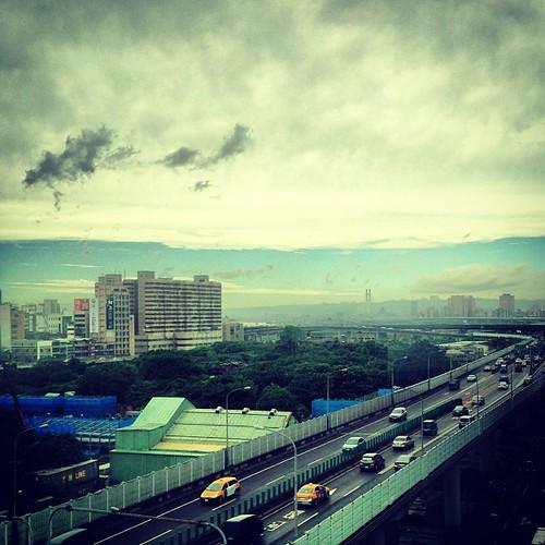 臺北 / Taipei - 市民大道   好大一片雲罩住臺北盆地   Blowing Puffer Fish   Flickr