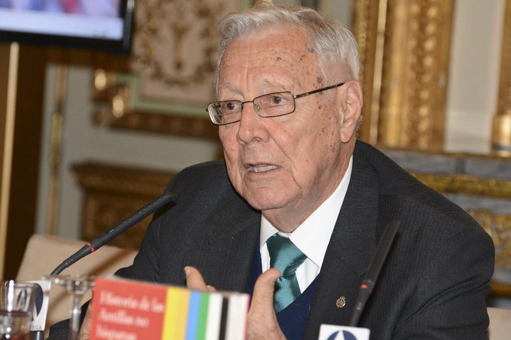 Luis Gonzlez Vales historiador Oficial de Puerto Rico