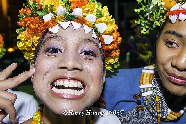 Harry_16037,原住民少女,原住民學生,原住民小朋友,女孩,學生,兒童,孩童,扮鬼臉,淘氣,花環,魯凱族,多… | Flickr
