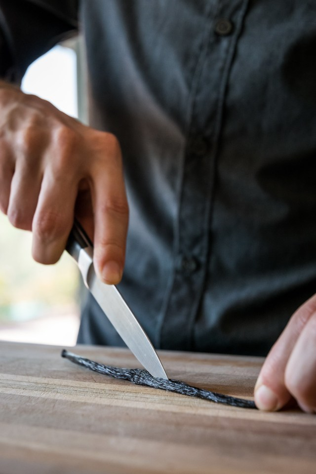 splitting the vanilla bean