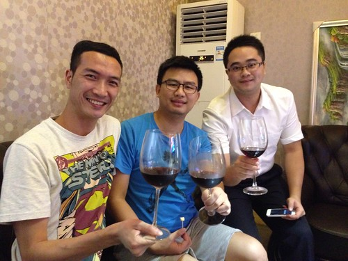 友誼永固 | 兄弟一起飲紅酒 | Edwin Poon | Flickr