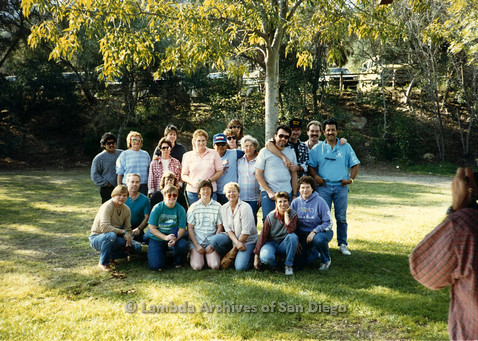 P099.095m.r.t Group photo of men and women in a park