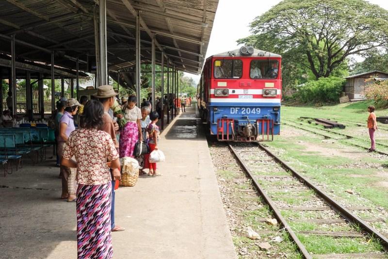2013-05-13 Hsipaw>Mandalay - DSC01560-FullWM